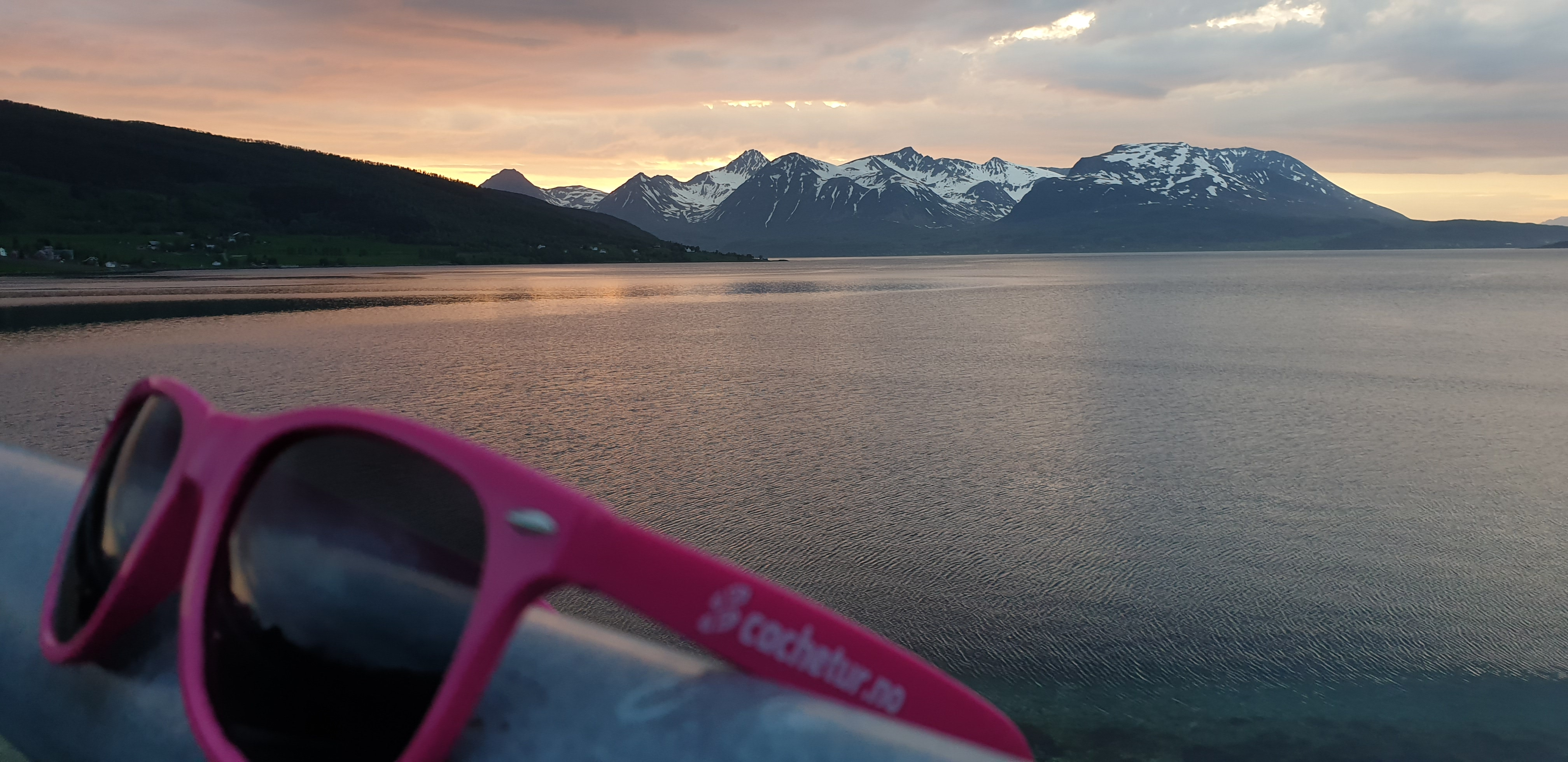 cachetur.no sunglasses and a nice view